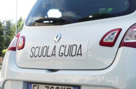 Mobilità, l'auto elettrica nei programmi di scuola guida per favorire l'ecosostenibilità. La proposta