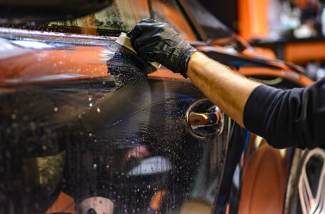 Cinque consigli per la pulizia dell'automobile durante l'estate