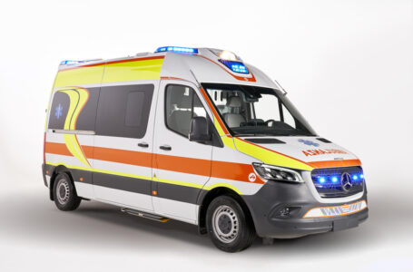 Accordo tra Mercedes e l'italiana Olmedo: il van Sprinter diventa ambulanza contro il Covid-19