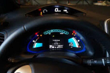 Mobilità, come si guida un'auto elettrica? Al via il corso a Vallelunga con Nissan Leaf, Unasca e Aci-Sara