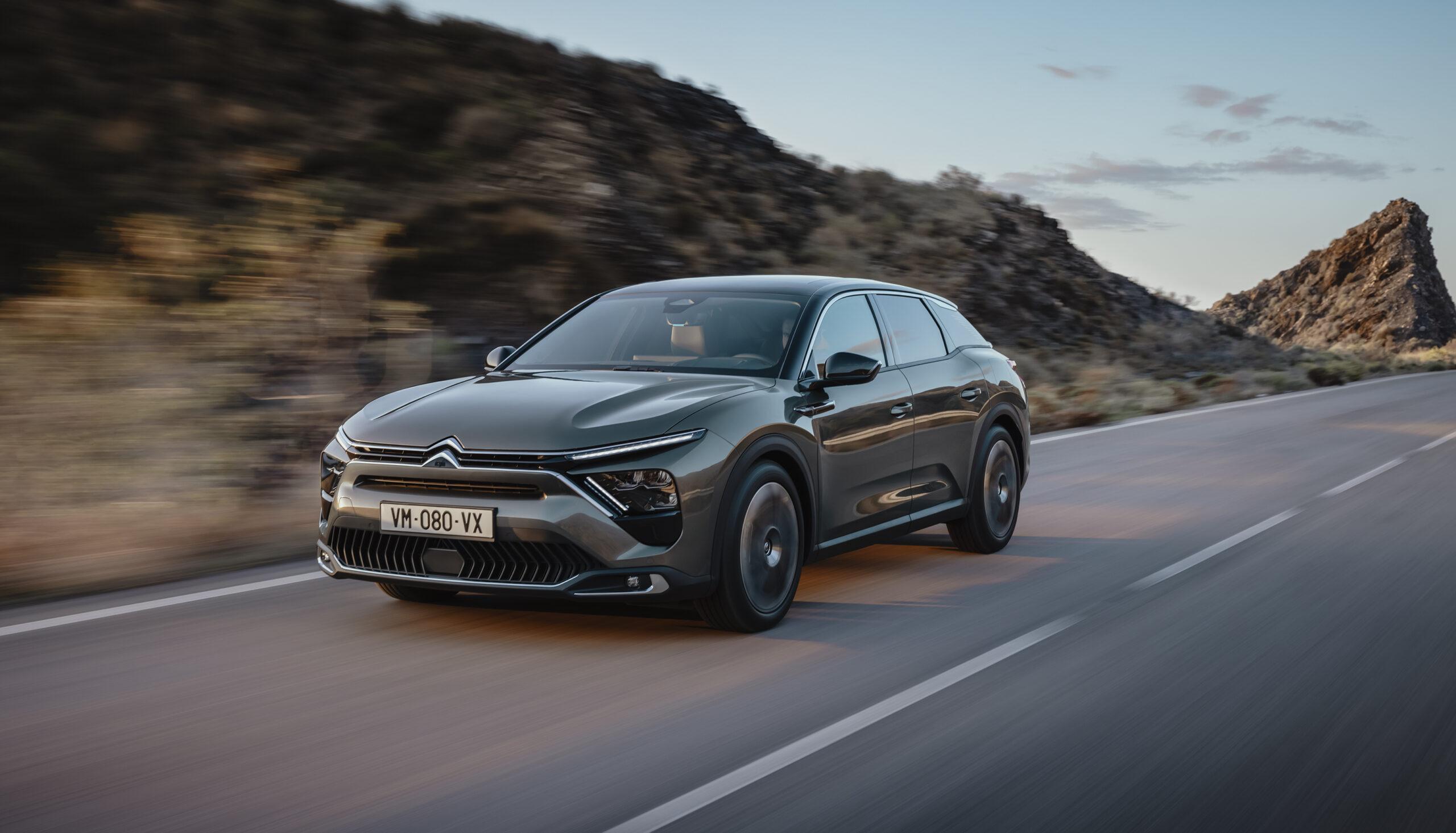 """""""Come viaggiare su un tappeto volante"""": Citroën presenta la sua C5 X"""