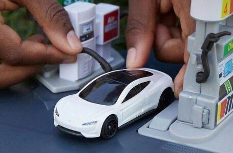 Mobilità elettrica, modellini di auto per educare all'eco-sostenibilità attraverso il gioco