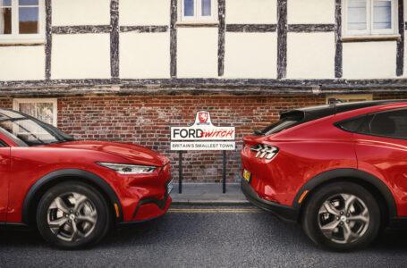 Nella città più piccola del Regno Unito si sperimenta il passaggio all'elettrico con il Suv Mustang Mach-E