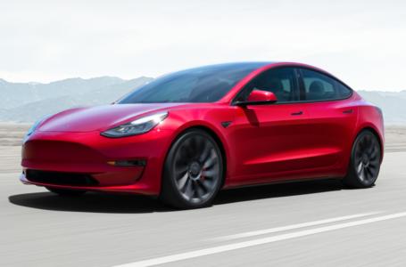 Tesla chiude in positivo il secondo trimestre: i titoli toccano +2,38% in borsa